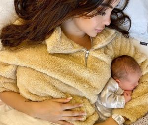Nabilla Benattia pose avec son fils Milann né le 11 octobre 2019