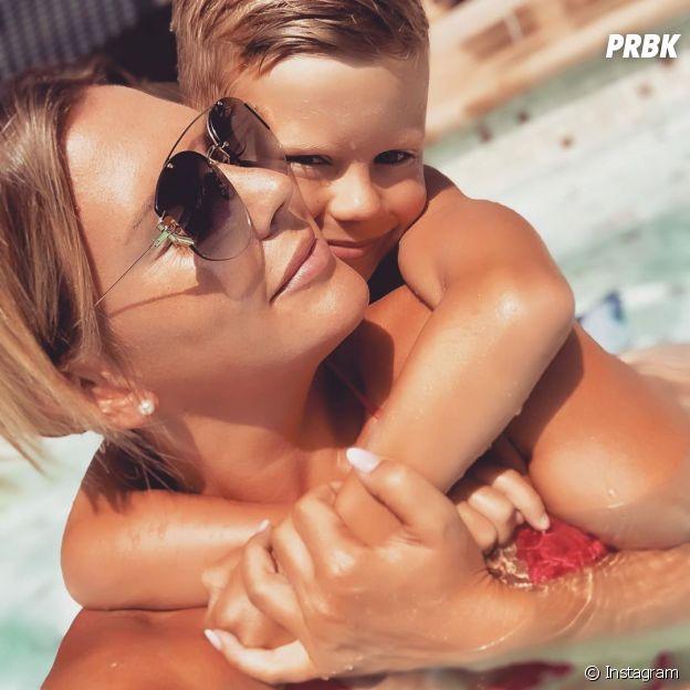 Amélie Neten pose avec son fils Hugo