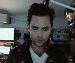 Penn Badgley chante dans le clip du single de son grope Mothxr