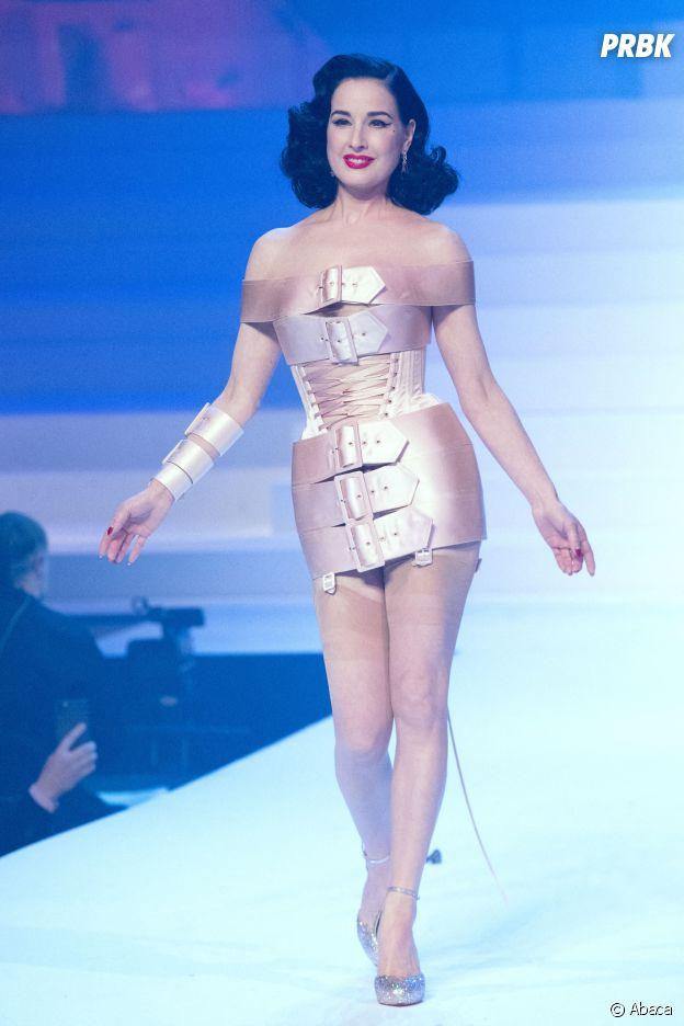 Dita Von Teese lors du dernier défilé Haute-Couture de Jean-Paul Gaultier à la Paris Fashion Week