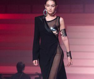 Gigi Hadid lors du dernier défilé Haute-Couture de Jean-Paul Gaultier à la Paris Fashion Week