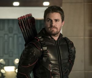 The Flash, Legends, Supergirl... Stephen Amell bientôt de retour dans le Arrowverse ? Il répond