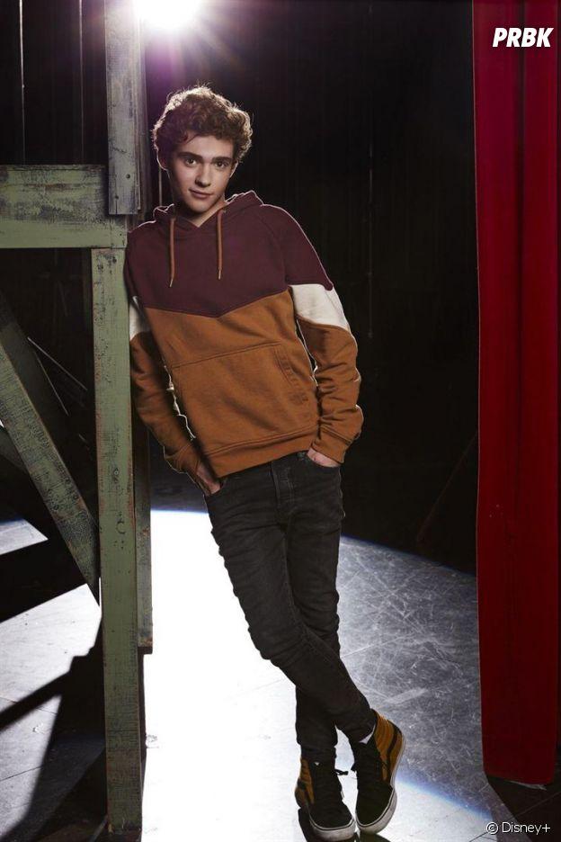 Joshua Bassett joue Ricky dans High School Musical : la comédie musicale, la série