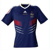 Adidas et le dernier maillot des Bleus ... lors de France / Angleterre