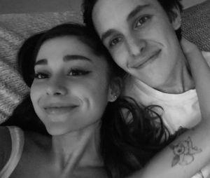 Ariana Grande fiancée à Dalton Gomez : elle dévoile sa magnifique bague