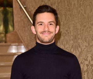Jonathan Bailey (La Chronique des Bridgerton) se prononce sur les acteurs hétéros qui jouent des personnages gays, et inversement