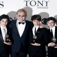 Liz hurley ... a hâte de voir les fils d'Elton John