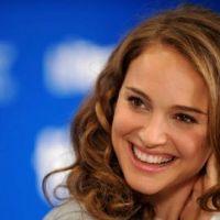 Natalie Portman ... sa bague de fiançailles est unique