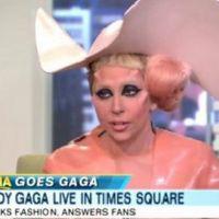 Lady Gaga ... Elle s'est habillée en préservatif pour une émission télé (vidéo)