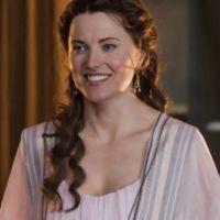 Spartacus Blood & Sand saison 2 ... Lucy Lawless parle de Lucretia (spoiler)