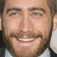 Jake Gyllenhaal ... Surpris par un paparazzi ... aux toilettes