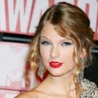 Taylor Swift ... Nouvelle égérie de la marque Covergirl (VIDEO)