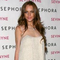 Lindsay Lohan enfermée à son domicile ... elle tourne une pub dans son salon