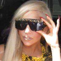 Lady Gaga réinvente Noël chez Barney's : attendez-vous au pire