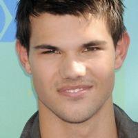 Taylor Lautner : entre Kristen Stewart et Lily Collins, son coeur balance
