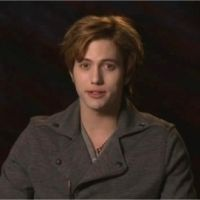 Twilight 4 : Jackson Rathbone remercie les fans du film (VIDEO)