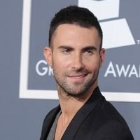 Adam Levine en guerre sur Twitter avec FOX News (VIDEO)