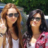 Miley Cyrus et Demi Lovato traitées de grosses : Miley déclare la guerre