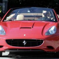 Paris Hilton nous présente son nouveau joujou : une Ferrari (PHOTOS)