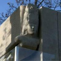Oscar Wilde : sa tombe rénovée pour lutter contre la tentation de l'embrasser