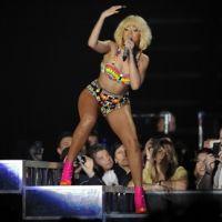 Rihanna a la blonde attitude en concert (PHOTOS)