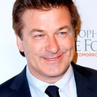 Alec Baldwin rebelle : viré d'un avion, il finit par s'excuser