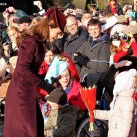 Kate Middleton : bain de foule avec la famille royale (PHOTOS)