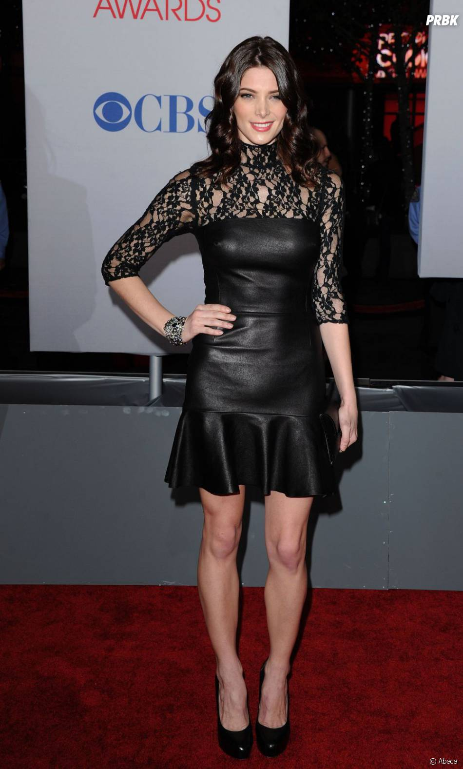Ashley Greene sur le tapis rouge des People's Choice Awards 2012