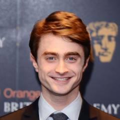 Robert Pattinson: Daniel Radcliffe lui lance des fleurs à la TV (VIDEO)