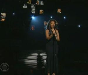 Jennifer Hudson rend hommage à Whitney Houston aux Grammy Awards 2012