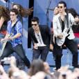 Nick Jonas sur scène avec ses frères