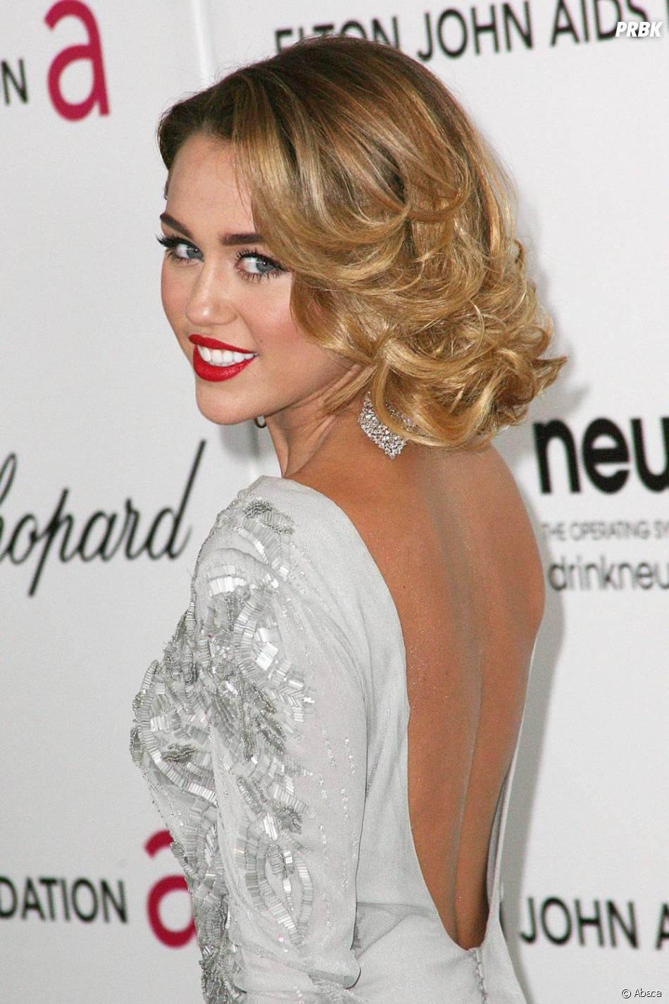 Miley Cyrus était glamour pour présenter sa nouvelle coiffure