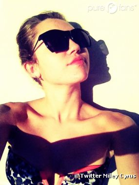 Miley Cyrus kiffe Twitter