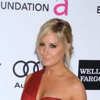 Ashley Tisdale met un gros vent à des paparazzi ! (VIDEO)