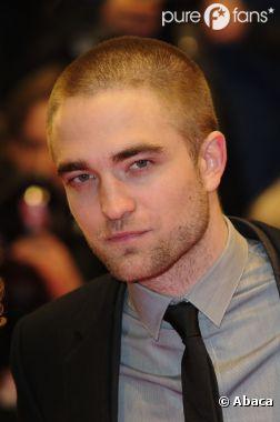 Robert Pattinson très élégant à l'avant-première de Bel Ami