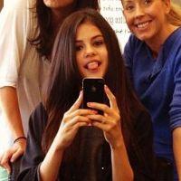 Selena Gomez : nouveau look sage pour nouveau film ! (PHOTOS)