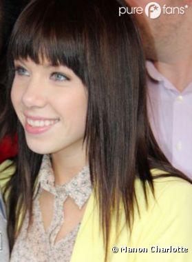 Carly Rae Jepsen très souriante lors de son passage à Paris !
