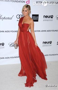 Ashley Tisdale en mode glamour