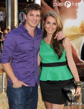 """Matt Lanter et Angela Stacy vont bientôt se dire """"oui"""" !"""