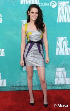 Kristen Stewart très jolie aux MTV Movie Awards 2012