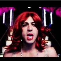 Max Boublil : Put Your Sex In The Air, son clip clash contre Rihanna et Katy Perry !