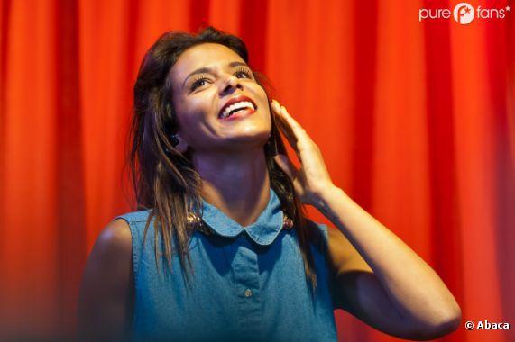 Shy'm au top lors de sa venue au Virgin Megastore des Champs-Elysées le 5 juillet 2012