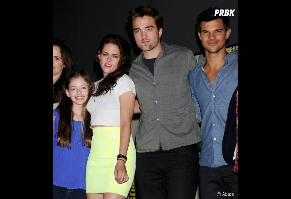 Robert Pattinson, Kristen Stewart, Taylor Lautner et Mackenzie Foy