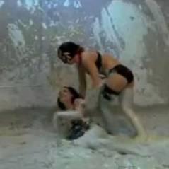 Sheryfa Luna : guerrière sexy pleine de boue pour Fort Boyard (VIDEO)