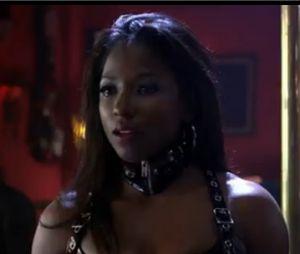 Tara joue les strip-teaseuses