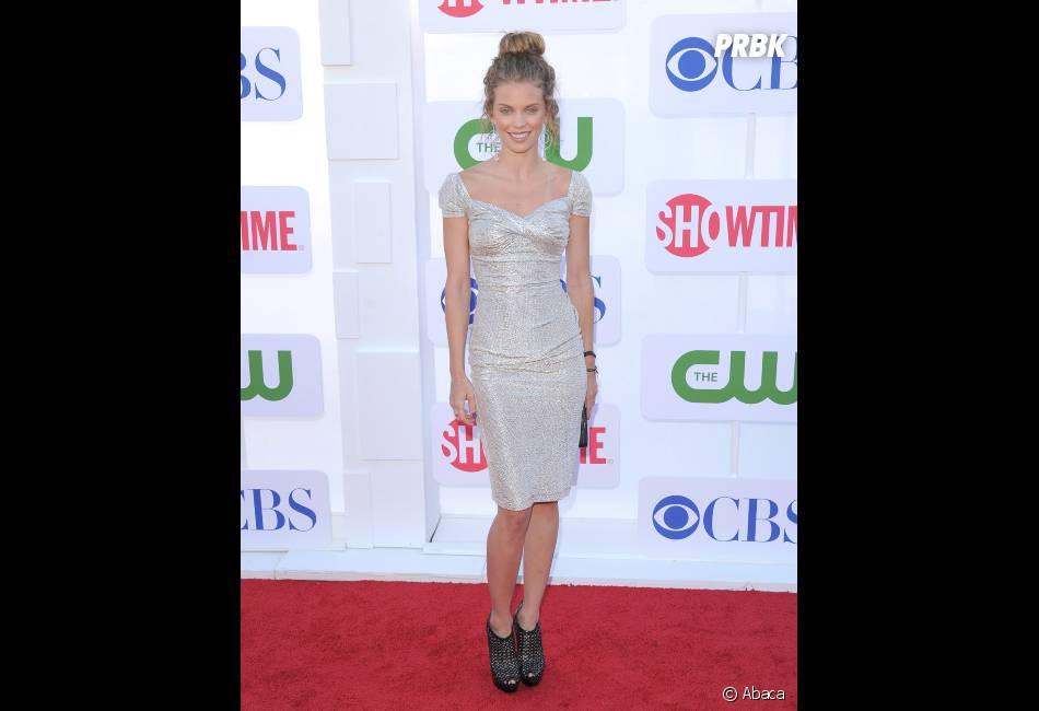 Annalynne McCord, robe scintillante et teint parfait !