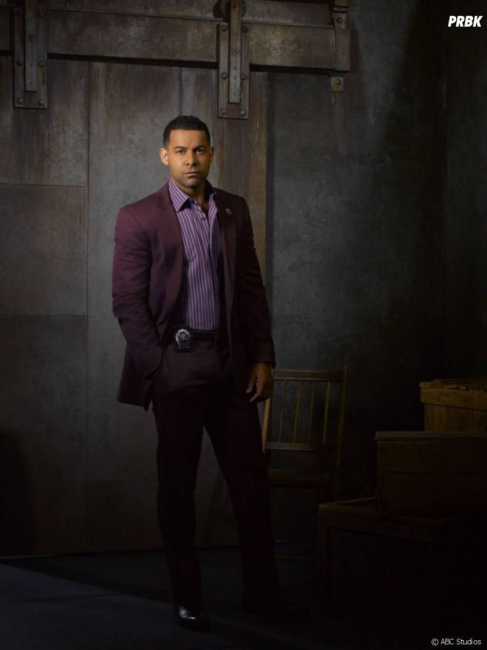 Photo promo de Jon Huertas pour la saison 5 de  Castle