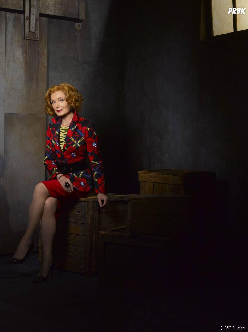 Photo promo de Susan Sullivan pour la saison 5 de  Castle