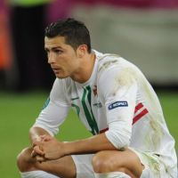 Cristiano Ronaldo : Irina Shayk fait du shopping à Paris pendant que Monsieur boude !