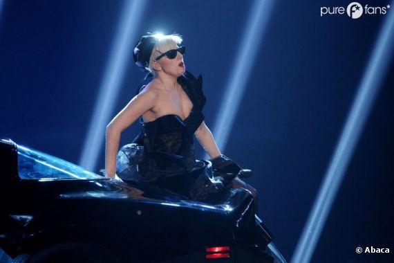 Lady Gaga a reçu un saucisson de la part d'un fan !
